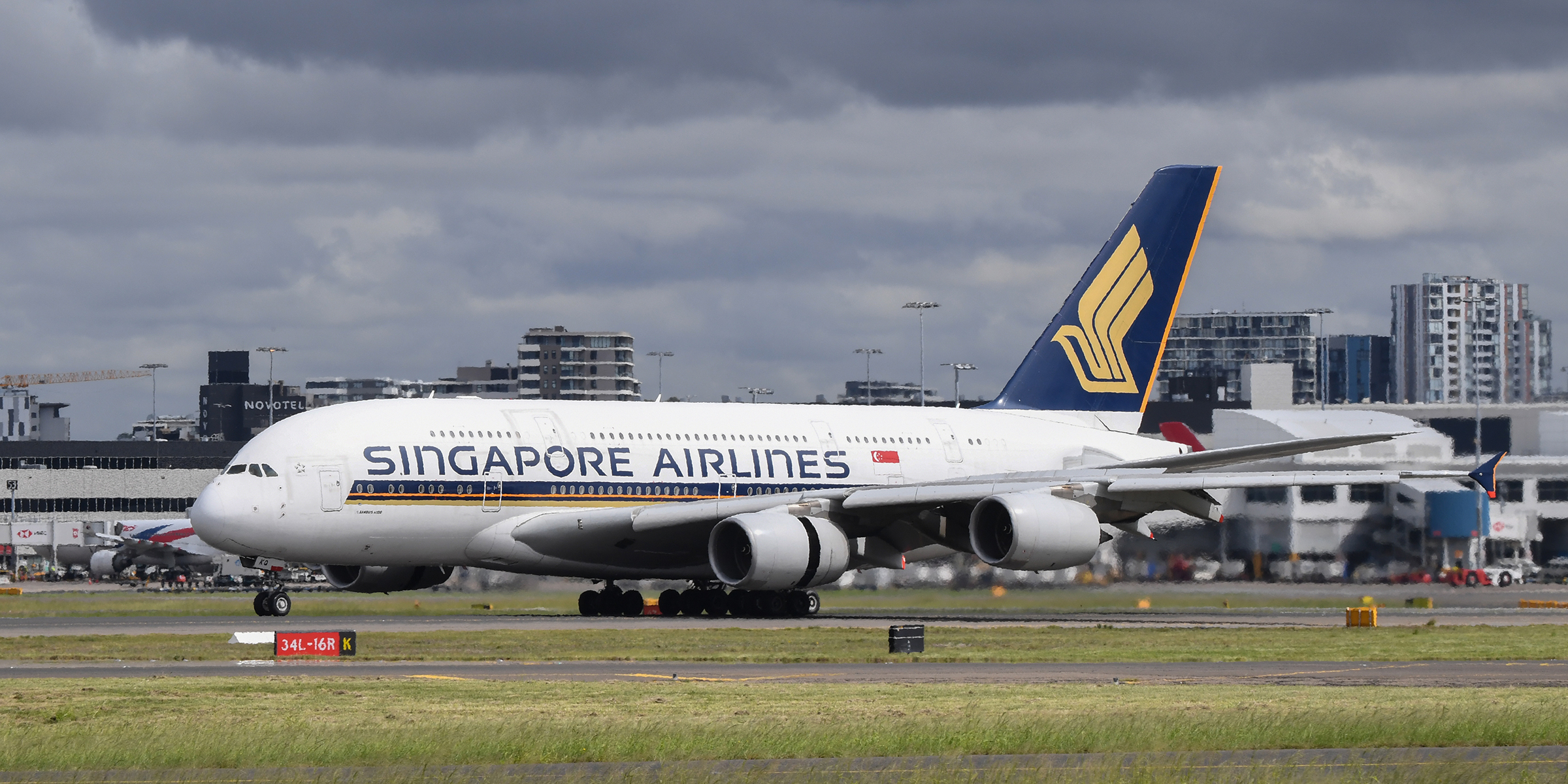Singapore Airlines drops 'flight to nowhere' idea but will let people eat in an A380